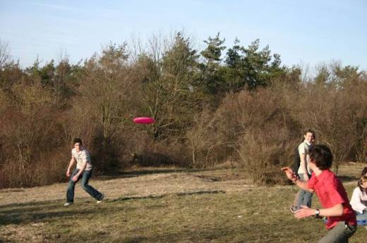 some-funky-frisbee-tricks-3-1530036-640x425.jpg