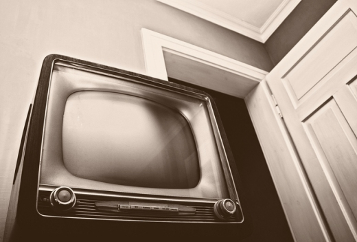 watching-television-1225237-638x433.jpg